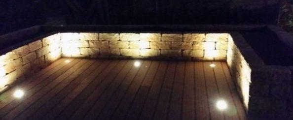 Achtertuin met composiet terras en stenen plantenbakken november 2015 foto 10