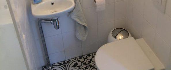 Toilet vervangen en betegeld 4 foto 2